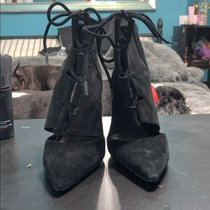Size 6.5 women's heels in black